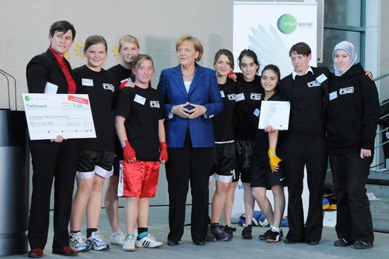 100427_Boxgirls_International_Merkel_550